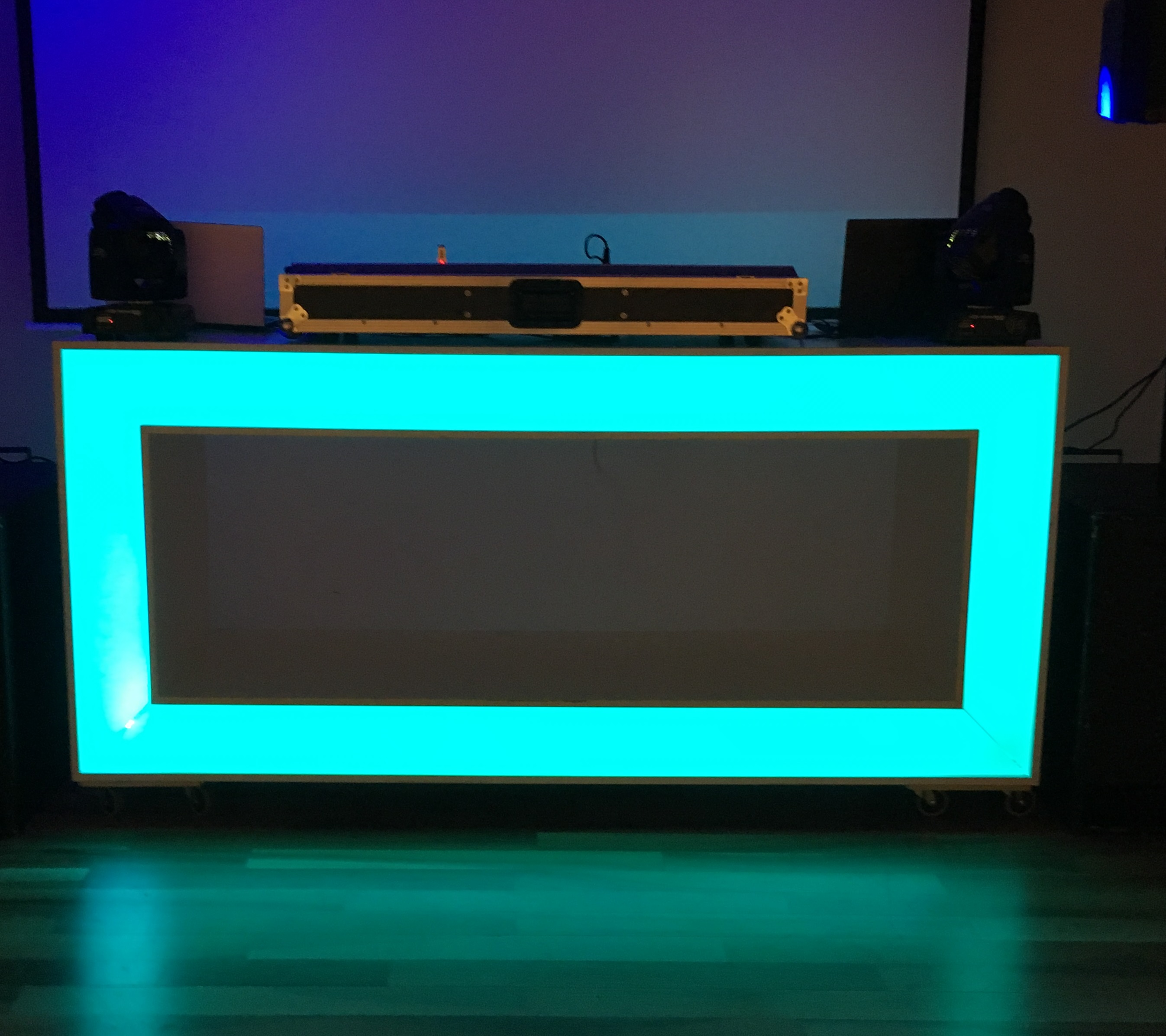 DJ Booth Trendy Recht